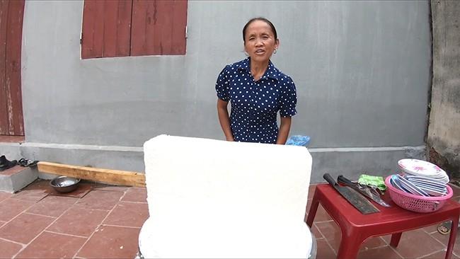 Bà Tân Vlog trở thành số hiếm những người trên thế giới làm que kem siêu to khổng lồ, dùng tới hẳn 60 lít sữa - Ảnh 3.