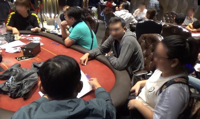 Gần 40 con bạc ngoại quốc sát phạt trong sòng bạc Poker khủng ở Sài Gòn - Ảnh 1.