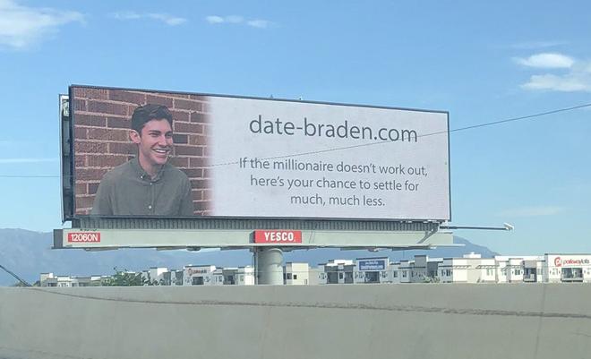 Tuổi trẻ tài cao: Chàng thanh niên in mặt mình lên bảng quảng cáo đòi tuyển người yêu với lời mời chào bá đạo - ảnh 2