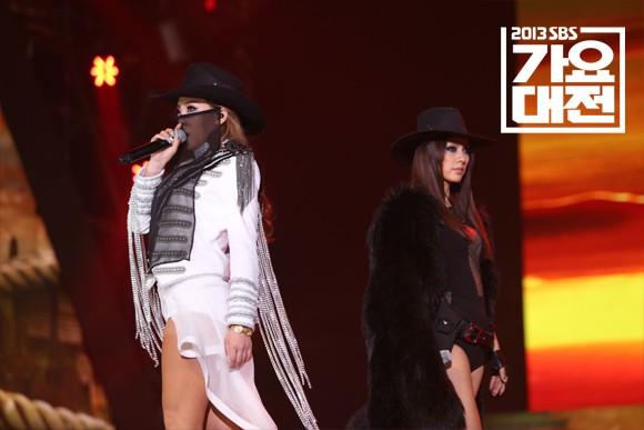 Xem lại màn trình diễn huyền thoại của CL và Lee Hyori, netizen thổn thức: Các chị đại của Kpop đã đi đâu hết rồi? - Ảnh 5.