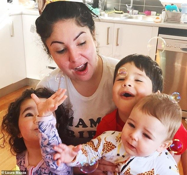 Bức ảnh chứa đựng bệnh trầm cảm của bà mẹ 3 con: Nhà cửa ngổn ngang, không muốn chơi với các con đến nỗi chồng bỏ theo người khác - ảnh 3