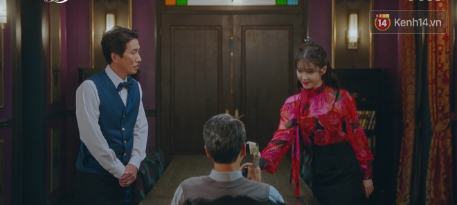Hậu ghen lồng lộn vì crush suýt bị gả cho cháu gái tài phiệt, CEO IU và Yeo Jin Goo chính thức kết đôi trong tập 10 Hotel Del Luna - Ảnh 8.