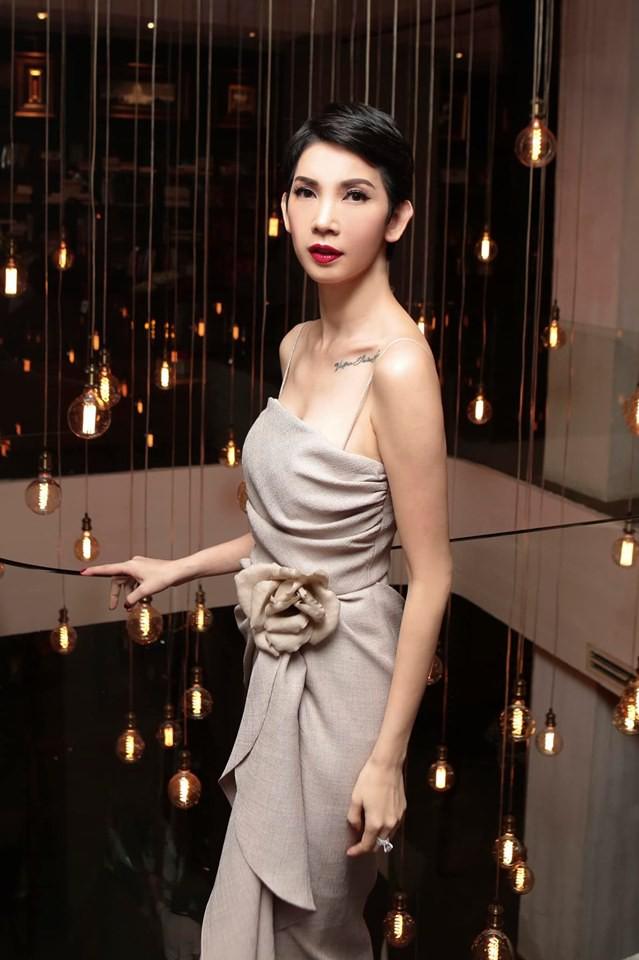 Trấn Thành, BB Trần và dàn sao Vbiz tới mừng sinh nhật Xuân Lan, nữ siêu mẫu gây bất ngờ với nhẫn kim cương khổng lồ - Ảnh 2.