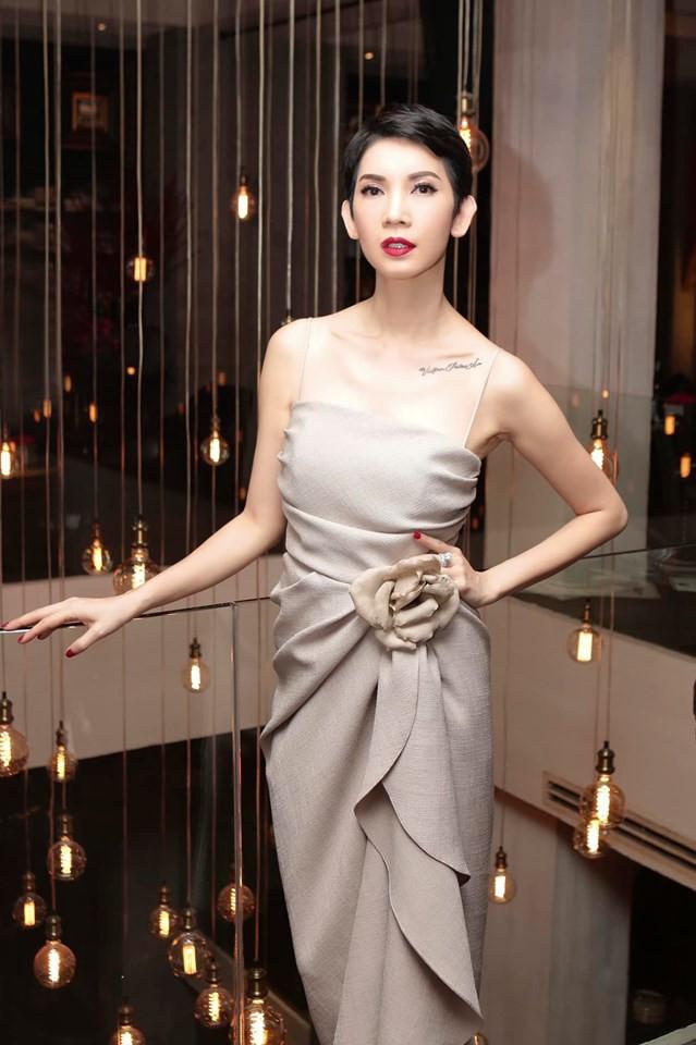 Trấn Thành, BB Trần và dàn sao Vbiz tới mừng sinh nhật Xuân Lan, nữ siêu mẫu gây bất ngờ với nhẫn kim cương khổng lồ - Ảnh 1.