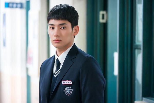 Từ chính tới phụ ai cũng đẹp xuất sắc, may quá Kim So Hyun đỡ phải gánh team nhan sắc cho Love Alarm! - Ảnh 10.