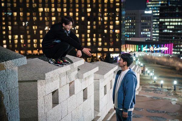 Từ chính tới phụ ai cũng đẹp xuất sắc, may quá Kim So Hyun đỡ phải gánh team nhan sắc cho Love Alarm! - Ảnh 12.
