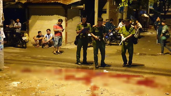 Một thiếu niên 16 tuổi bị đâm tử vong trong vụ hỗn chiến kinh hoàng ở Sài Gòn - Ảnh 1.