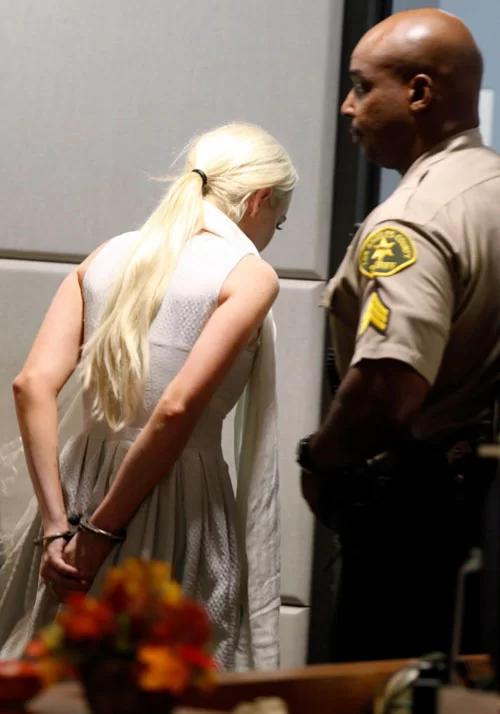 Cuộc đời bi kịch của Mean Girls Lindsay Lohan: Rich kid bị mẹ bòn rút, tù tội liên miên, hôn phu bạo hành và cái kết bất ngờ - ảnh 7