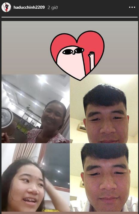 Không thể về nhà ngày Vu Lan báo hiếu, Hà Đức Chinh gọi video cho mẹ và em gái cực tình cảm - ảnh 1