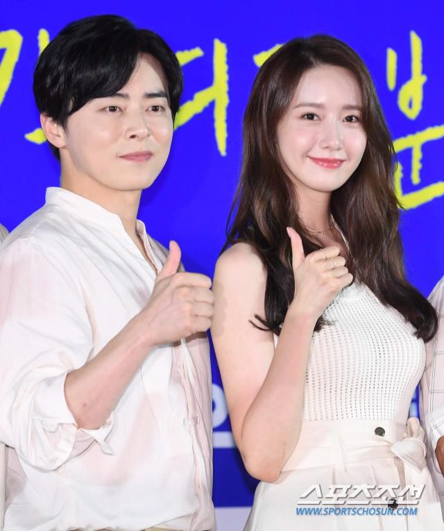 Thảm đỏ showcase gây sốt: Yoona diện áo ren lồ lộ nội y, đẹp rạng rỡ bên chồng ca sĩ Hậu duệ mặt trời - ảnh 9