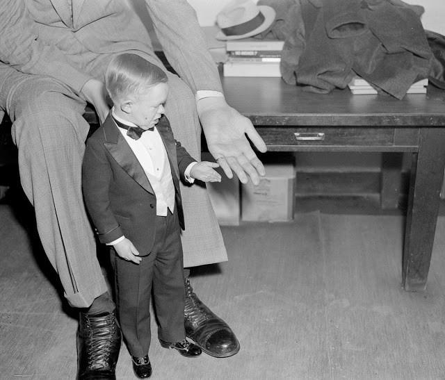 Ảnh hiếm về cuộc sống thường ngày của người đàn ông cao nhất lịch sử - ảnh 11