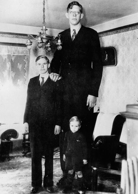 Ảnh hiếm về cuộc sống thường ngày của người đàn ông cao nhất lịch sử - ảnh 9