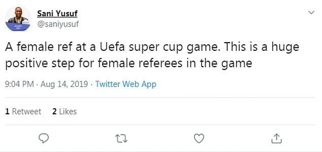 Tổ trọng tài nữ lần đầu xuất hiện trong trận chung kết Siêu cúp được fan ca ngợi hết lời dù mắc sai lầm khiến trận đấu kết thúc sớm - Ảnh 2.