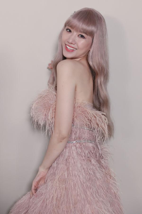 Hari Won trong MV mới chính là minh chứng: Màu tóc tẩy sáng chưa chắc đã giúp bạn xinh hơn tóc tối màu - ảnh 3