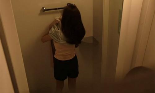 Giới trẻ Hàn đua nhau dán sticker hình đôi mắt trong nhà vệ sinh nam để đàn ông hiểu cảm giác bị quay lén của chị em phụ nữ - ảnh 1