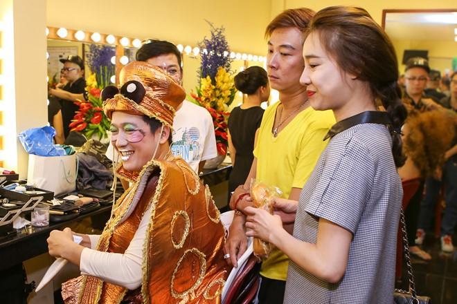 Nhã Phương lặn lội đến phim trường thăm Trường Giang, đôi nghệ sĩ hạnh phúc như vợ chồng son sau 1 năm cưới - ảnh 3