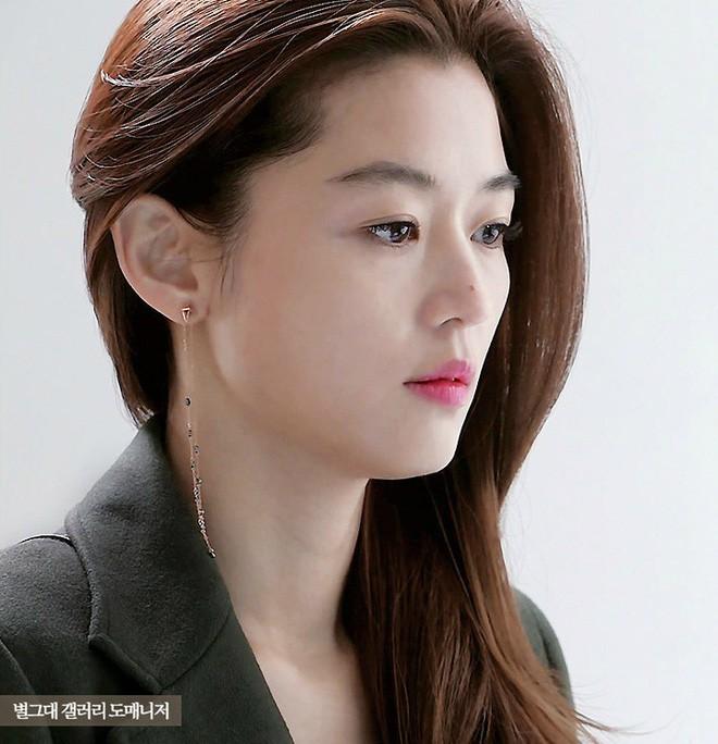 Netizen bầu chọn: Angela Baby sở hữu đôi mắt đứng top, mũi Phạm Băng Băng hoàn hảo bất chấp Song Hye Kyo - Jeon Ji Hyun - Ảnh 11.