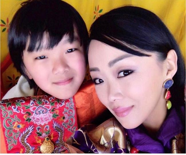 Danh tính Công chúa Bhutan đang khiến cộng đồng mạng phát sốt với khí chất ngút ngàn: Xinh đẹp bậc nhất, học vấn đỉnh cao cùng người chồng hoàn hảo - ảnh 7
