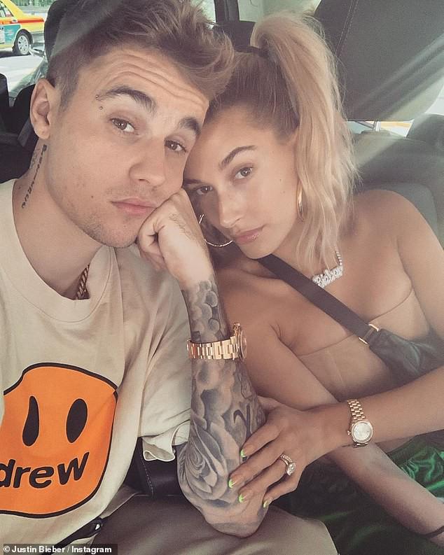 Lâu lắm mới thấy Justin Bieber tút tát đẹp trai bất ngờ, chụp hình cùng Hailey Baldwin để mặt mộc cũng xinh không kém - Ảnh 1.