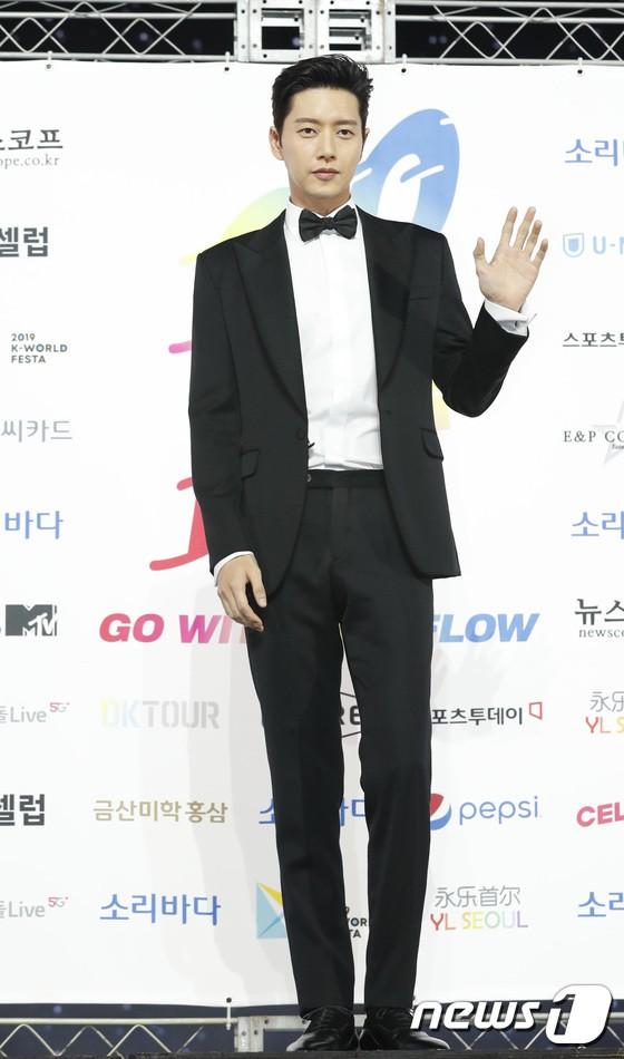 Siêu thảm xanh ngày 2: Red Velvet gây sốc với váy thảm họa, tài tử Vì sao đưa anh tới dẫn đầu dàn diễn viên đọ sắc idol - ảnh 27