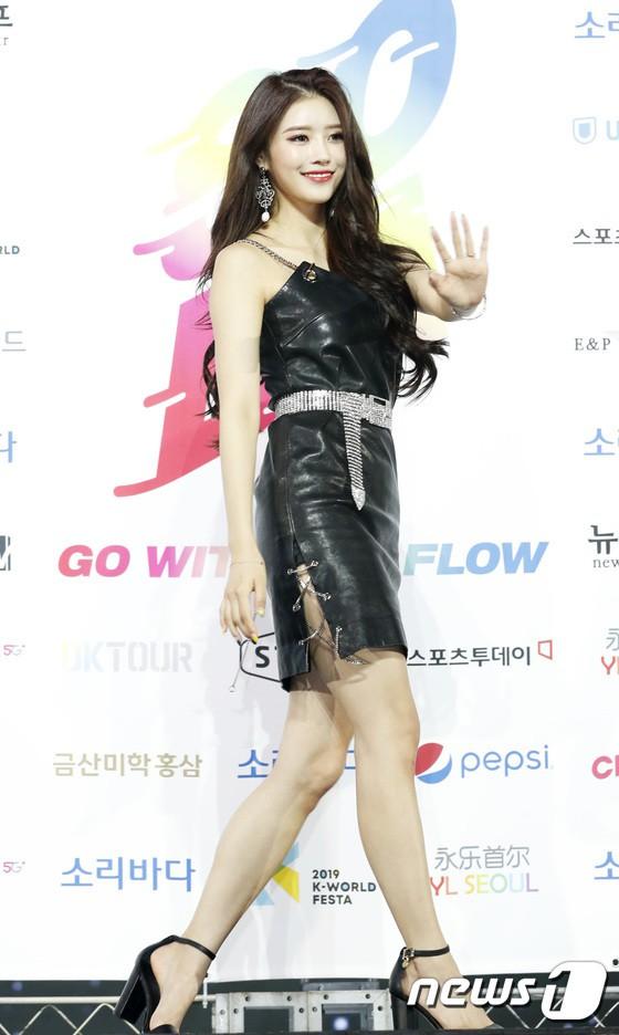 Siêu thảm xanh ngày 2: Red Velvet gây sốc với váy thảm họa, tài tử Vì sao đưa anh tới dẫn đầu dàn diễn viên đọ sắc idol - ảnh 13