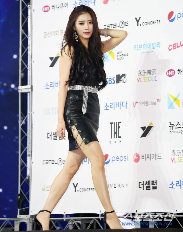 Siêu thảm xanh ngày 2: Red Velvet gây sốc với váy thảm họa, tài tử Vì sao đưa anh tới dẫn đầu dàn diễn viên đọ sắc idol - ảnh 14
