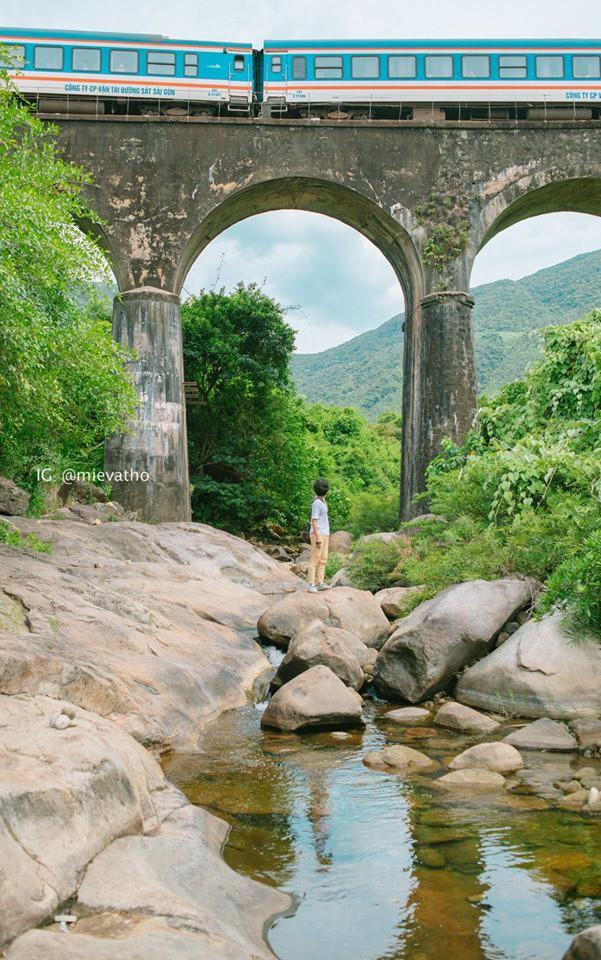 """Hot nhất Đà Nẵng hiện tại chính là """"cổng trời"""" mới toanh dưới chân đèo Hải Vân, nơi có đoàn tàu qua núi đẹp hệt trong phim - ảnh 30"""