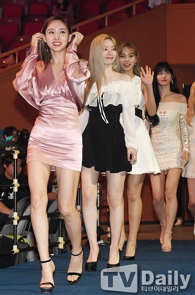 Diện váy rẻ nhất nhóm, mỹ nhân nhà Twice vẫn khiến netizen trầm trồ vì sang chảnh như mặc đồ hiệu đắt đỏ - ảnh 6