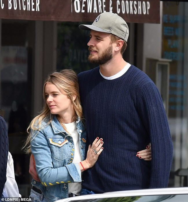Từng là mối tình dài hơi nhất của Hoàng tử Harry, giờ cô gái ấy cũng tìm được bến đỗ cuộc đời bên người chồng điển trai và tài giỏi - ảnh 3