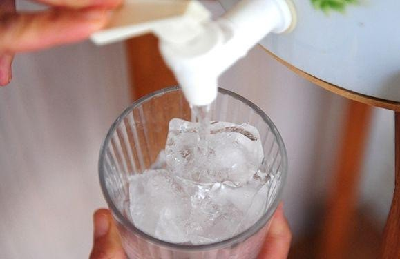 Thói quen uống nước của nhiều người vào mùa hè khiến chàng trai 28 tuổi bị nhồi máu cơ tim cấp tính - ảnh 1