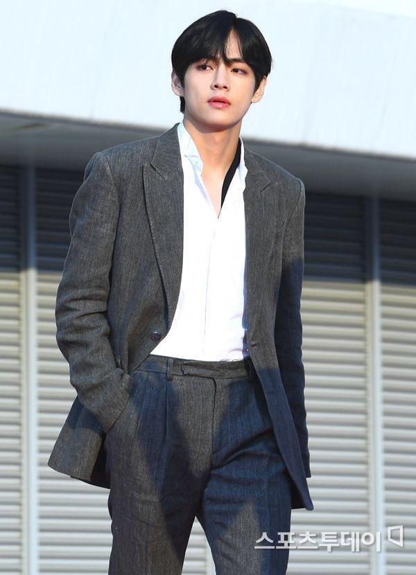 Khi sao Hàn lên top trend toàn cầu: Jisoo (BLACKPINK) chứng tỏ đẳng cấp, em út BTS khiến fan mất máu vì quá sexy - Ảnh 30.