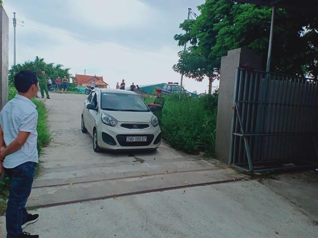 Hà Nội: Nam thanh niên lùi xe khiến người phụ nữ trọng thương - ảnh 2