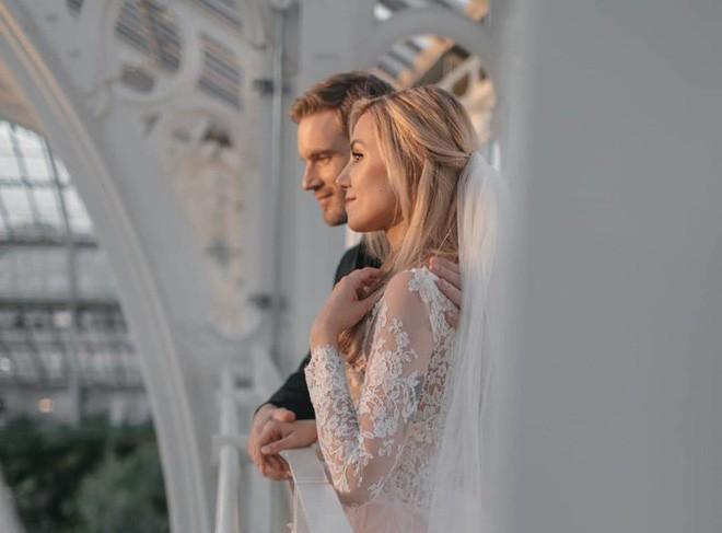YouTuber nổi tiếng bậc nhất thế giới PewDiePie vừa chính thức kết hôn, nhan sắc cô dâu khiến ai cũng phải chú ý - ảnh 3