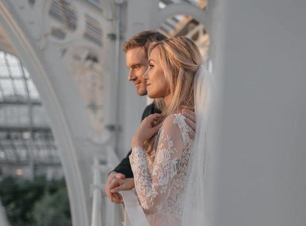Ngắm bộ ảnh cưới đẹp như trong truyện cổ tích của ông hoàng YouTube PewDiePie - ảnh 1