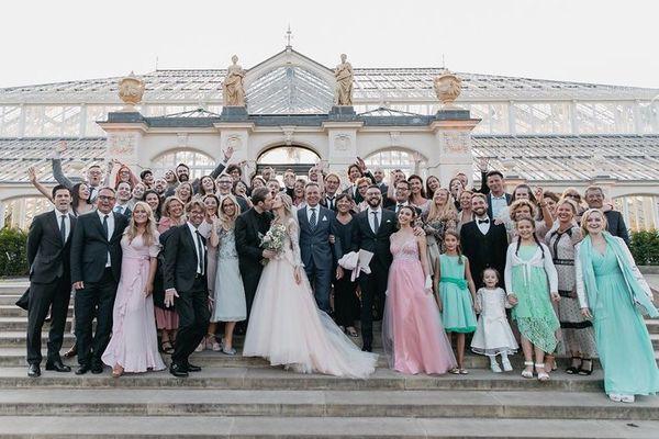 Ngắm bộ ảnh cưới đẹp như trong truyện cổ tích của ông hoàng YouTube PewDiePie - ảnh 2