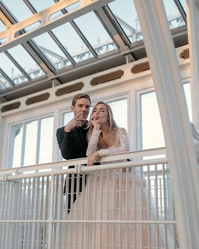 YouTuber nổi tiếng bậc nhất thế giới PewDiePie vừa chính thức kết hôn, nhan sắc cô dâu khiến ai cũng phải chú ý - ảnh 5
