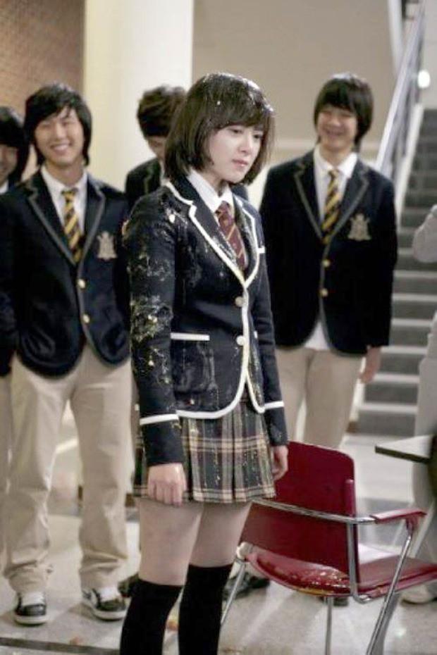 Sự thật đằng sau phim học đường lung linh màn ảnh Hàn: Bị bạn học bắt nạt đến diện mạo biến dạng, phải tự tử để giải thoát - ảnh 1