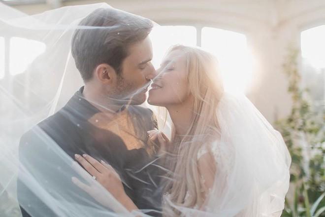 YouTuber nổi tiếng bậc nhất thế giới PewDiePie vừa chính thức kết hôn, nhan sắc cô dâu khiến ai cũng phải chú ý - ảnh 10