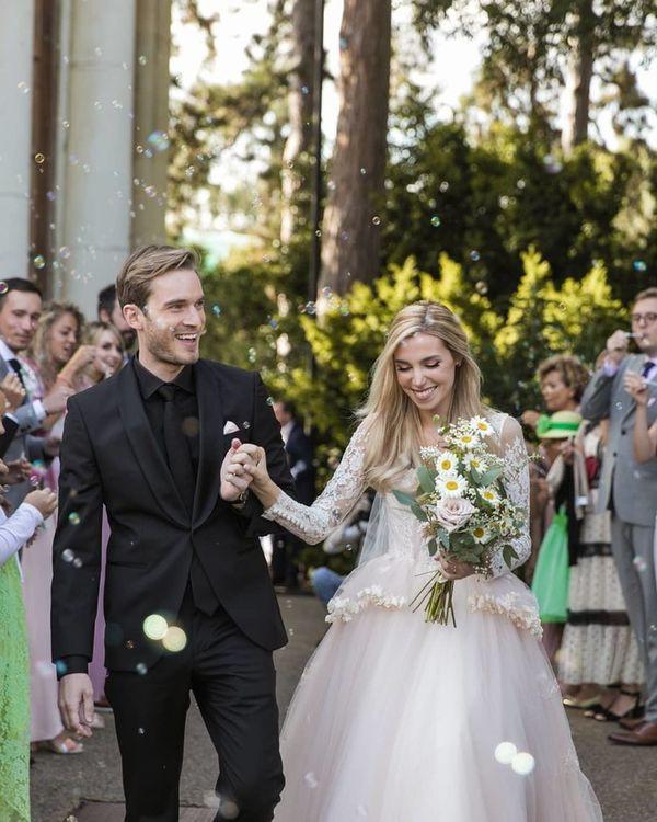 Ngắm bộ ảnh cưới đẹp như trong truyện cổ tích của ông hoàng YouTube PewDiePie - ảnh 8