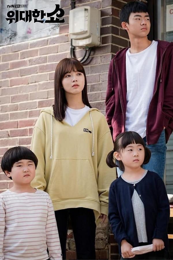 The Great Show: Phim chính trị nhưng không hack não vì được xem Song Seung Hun lắm múi tấu hài mỗi ngày - Ảnh 14.