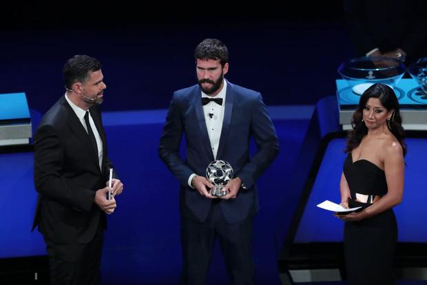 Đánh bại cả Messi lẫn Ronaldo, Virgil van Dijk chính thức trở thành cầu thủ xuất sắc nhất châu Âu - ảnh 3