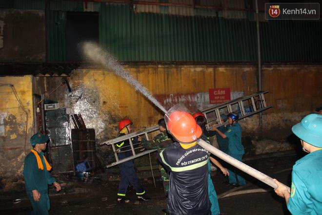 Bộ Tài nguyên Môi trường khuyến cáo người dân tạm thời không sử dụng thực phẩm có nguồn gốc từ khu vực xung quanh vụ cháy Rạng Đông - ảnh 2