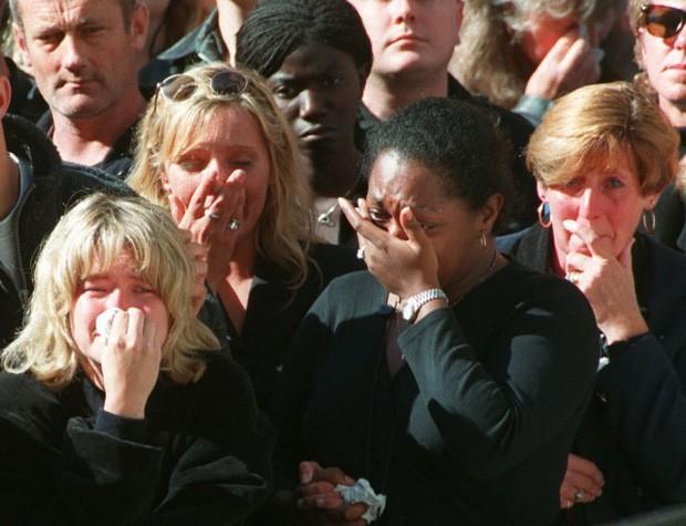 22 năm ngày mất của Công nương Diana quá cố: Nhiếp ảnh gia tiết lộ chi tiết đau lòng trong đám tang lịch sử - ảnh 2