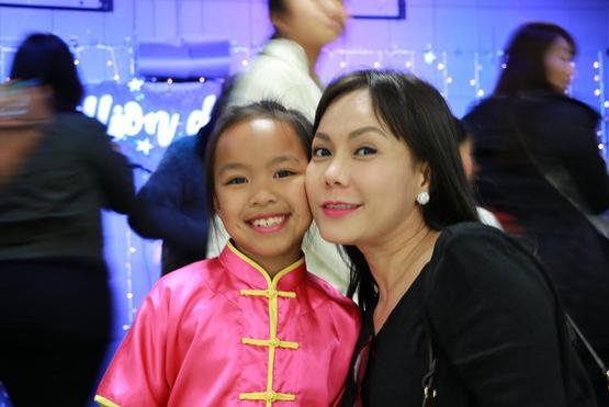 Con của sao Việt: Toàn du học sinh đẹp trai xinh gái lại còn siêu giỏi, được nhận bằng khen của Tổng thống Obama, điểm tổng kết gần tuyệt đối - ảnh 1