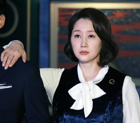 Bí ẩn khó đoán của 3 đệ cứng dưới quyền CEO IU trong Hotel Del Luna: Số 2 tiên phong đẩy quản lí Yeo Jin Goo vào chỗ chết - Ảnh 12.