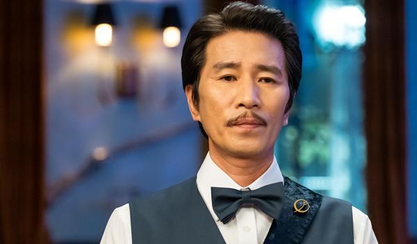 Bí ẩn khó đoán của 3 đệ cứng dưới quyền CEO IU trong Hotel Del Luna: Số 2 tiên phong đẩy quản lí Yeo Jin Goo vào chỗ chết - Ảnh 8.