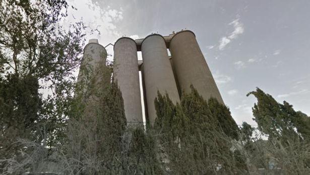 Nhảy xuống từ ống khói nhà máy cao 50 m, nam YouTuber thiệt mạng trong lúc quay hình vì dù không bung mở - ảnh 5