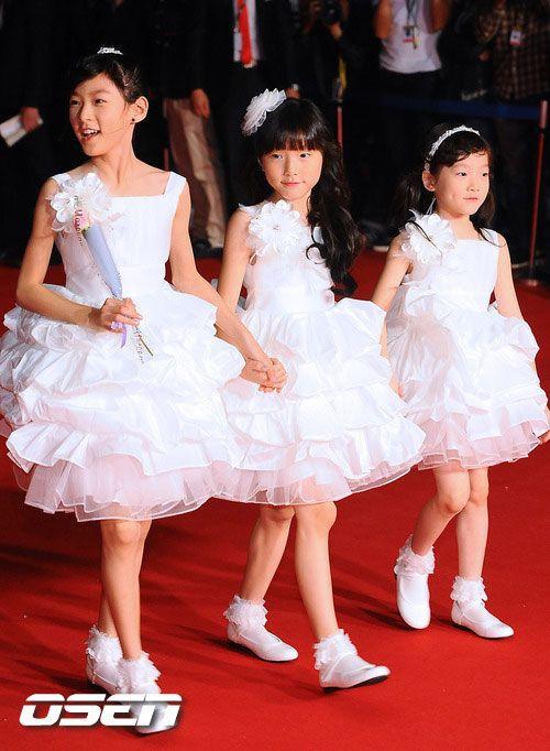 Em gái của 4 mỹ nhân Hàn đình đám: Toàn xinh như idol, không gia nhập Kbiz quá phí, nhóc tỳ nhà Somi quá đỉnh - Ảnh 1.