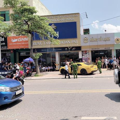 Quảng Ninh: Tài xế xe dân chơi Chevrolet Camaro rồ ga bỏ chạy bất chấp bị CSGT dùng súng AK đập vỡ kính - ảnh 3