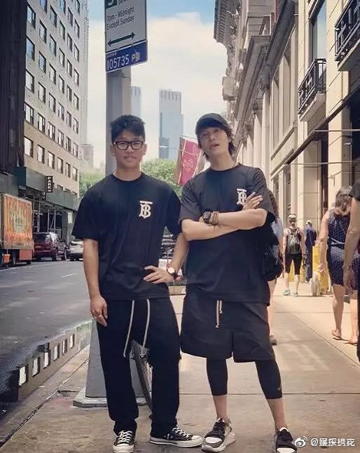 Cậu con trai bí ẩn 17 tuổi của Trần Khôn lên sóng: Bị netizen chê bởi nhan sắc kém bố 10 con phố - ảnh 2